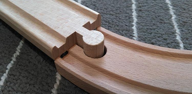Holzeisenbahn kompatibel