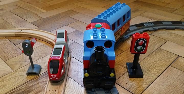 Holzeisenbahn oder Duplo Eisenbahn