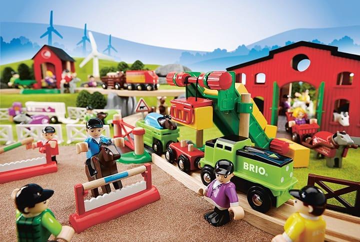 Der Bauernhof für eine Holzeisenbahn